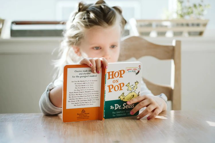 Benefits of Reading Bilingual Books to Your Children
